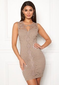 Chiara Forthi Corso scallop lace dress Light nougat Bubbleroom.se
