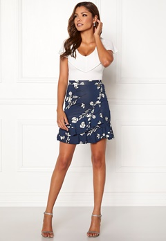 Chiara Forthi Lily flounce skirt Navy / Floral Bubbleroom.se
