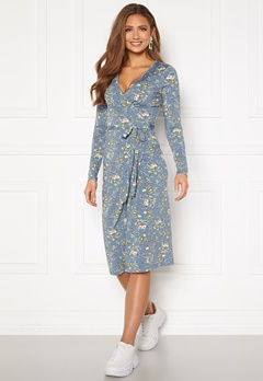 Chiara Forthi Sonnet wrap midi dress Blue / Floral Bubbleroom.se
