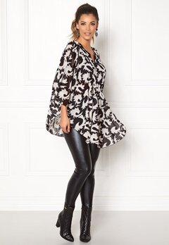 Chiara Forthi Verona Swing top Black / White Bubbleroom.no