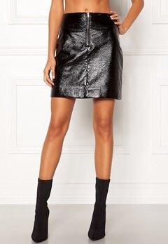 DAGMAR Bianka Lacquer Skirt Black Bubbleroom.se