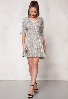 DAGMAR Lilly Dress 521 Gobelin Light Pr Bubbleroom.se