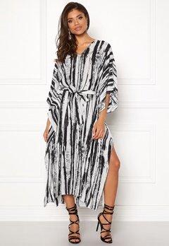 DAGMAR Vanya Dress White/black Print Bubbleroom.se