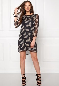 DRY LAKE Black Elf Dress Black Feather Print Bubbleroom.se