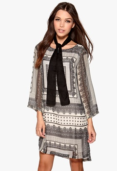 DRY LAKE Goldie Short Print Dress Oldish Grey Bubbleroom.se