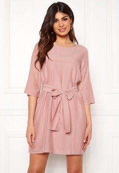 c332fed54e84 DRY LAKE Katie Dress Light Pink Bubbleroom.se