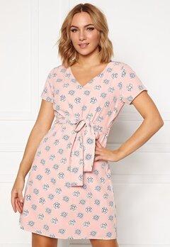 DRY LAKE Mindy Dress 848 Pink Medallion P Bubbleroom.se