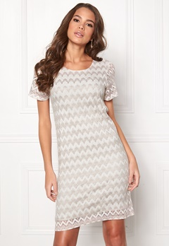 DRY LAKE Valentine Dress 994 Beige Zigzag Bubbleroom.se