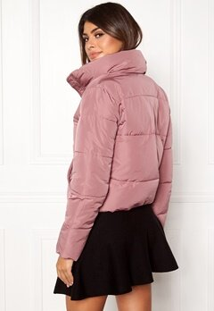 Jacqueline de Yong Erica Short Padded Jacket Nostalgia Rose Bubbleroom.se