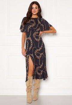 Girl In Mind Britney Angel Sleeve Split Leg Midi Dress Navy chain print bubbleroom.se