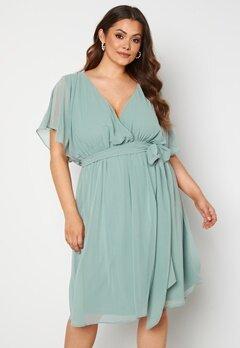 Goddiva Curve Flutter Sleeve Chiffon Midi Dress Sage Green Bubbleroom.se