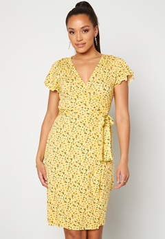 Happy Holly Amanda wrap dress Light yellow / Floral Bubbleroom.se