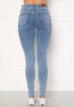 Happy Holly Amy push up jeans Light denim Bubbleroom.se