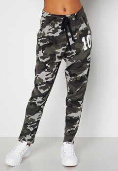 Happy Holly Carolyn tricot pants Grey melange / Camouflage bubbleroom.se