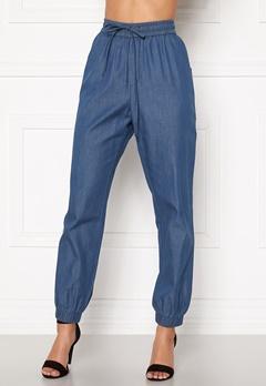 Happy Holly Mea jogger jeans Medium denim Bubbleroom.se