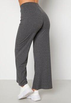 Happy Holly Scarlet wide leg pants Dark grey melange bubbleroom.se