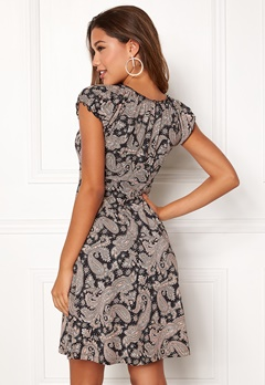 Happy Holly Tessan dress Black / Patterned Bubbleroom.se