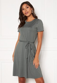 Happy Holly Tova ss dress Dusty green / Offwhite Bubbleroom.se