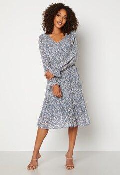 Jacqueline de Yong Emma L/S Pleat Below Knee Dress China Blue AOP White Bubbleroom.se