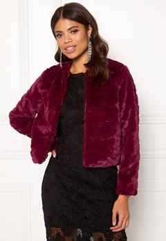 Jacqueline de Yong Evan Short Fake Fur Jacke Red Plum Bubbleroom.se