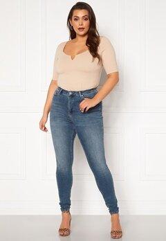 Vero Moda Curve Lora HW MB Wash Jeans Medium Blue Denim Bubbleroom.se