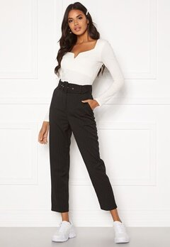 Make Way Elin belted trousers Black / Striped / White Bubbleroom.se