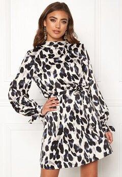 Make Way Linsley dress White / Black Bubbleroom.se