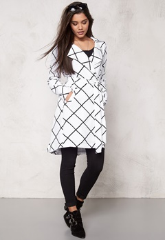Make Way Naemi Trenchcoat White / Black / Checked Bubbleroom.eu