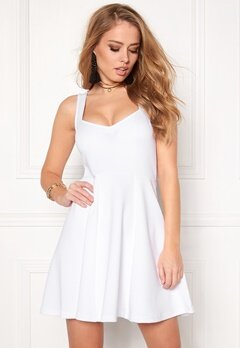 Model Behaviour Martina Dress White Bubbleroom.se