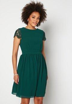 Moments New York Camellia Lace Dress Dark green Bubbleroom.se