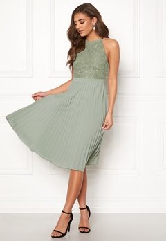 Moments New York Casia Pleated Dress Dusty green Bubbleroom.se