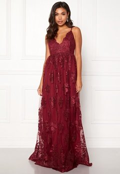 Moments New York Gardenia Lace Gown Dark wine-red Bubbleroom.se