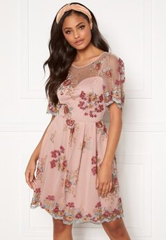Moments New York Isolde Embroidered Dress Dusty pink Bubbleroom.se