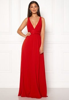 Moments New York Ivy Pleated Gown Red Bubbleroom.se