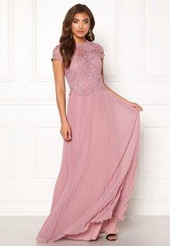 Moments New York Kassia Crochet Gown Dusty lilac Bubbleroom.se
