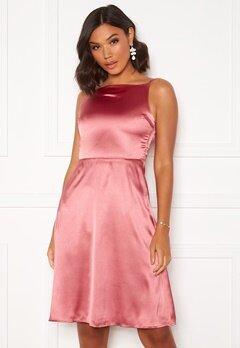 Moments New York Laylani Satin Dress Pink Bubbleroom.se