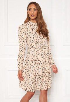 OBJECT Nelle L/S Short Dress Sandshell AOP Bubbleroom.se