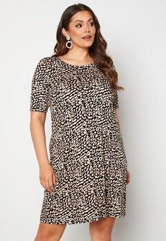 Only Carmakoma Bandana S/S Dress Black AOP Leo Bubbleroom.se