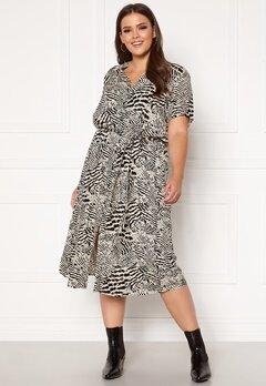Only Carmakoma Tukzu SS Calf Shirt Dress Ecru, AOP Leoness Bubbleroom.se