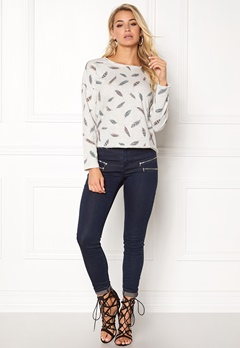 ONLY feather l/s aop o-neck whitecap gray Bubbleroom.se