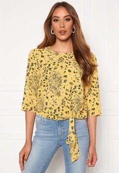 ONLY Nova Lux 3/4 Knot Top Misted Yellow Bubbleroom.se