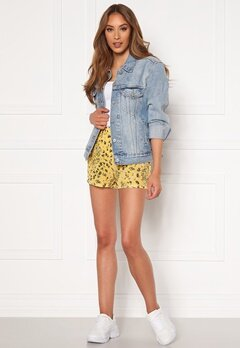 ONLY Nova Lux Shorts Misted Yellow AOP Bubbleroom.se