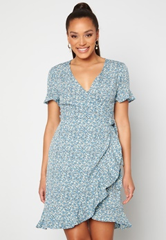 ONLY Olivia S/S Wrap Dress Dusk Blue / Flower Bubbleroom.se