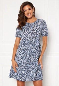 ONLY Pella 3/4 Open Back Dress Vintage Indigo/AOP Bubbleroom.se