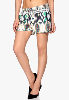 ONLY Val shorts Cloud Dancer Bubbleroom.fi
