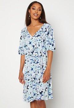 Pieces Tina 2/4 Dress Vista Blue AOP Flowe Bubbleroom.se