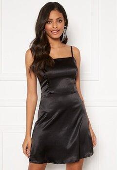 Sandra Willer X Bubbleroom Satin slip dress Black Bubbleroom.se