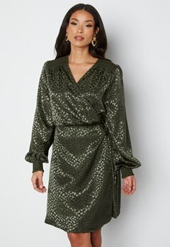 Sisters Point Irene Dress 801 Army/Leo bubbleroom.se