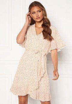 Sisters Point New Greto Dress 117 Cream/Rose Flowe Bubbleroom.se