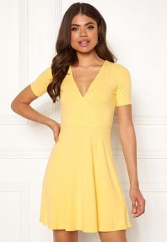 761dd6cf Sisters Point Pro-W Dress 600 Lemonade mig. Bubbleroom.se